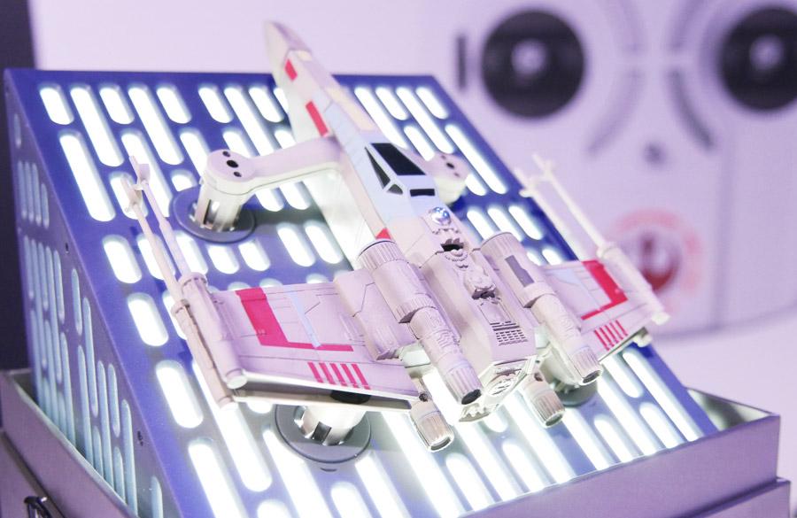 Sobald man die Sammlerbox öffnet, ertönt der Star Wars Soundtrack