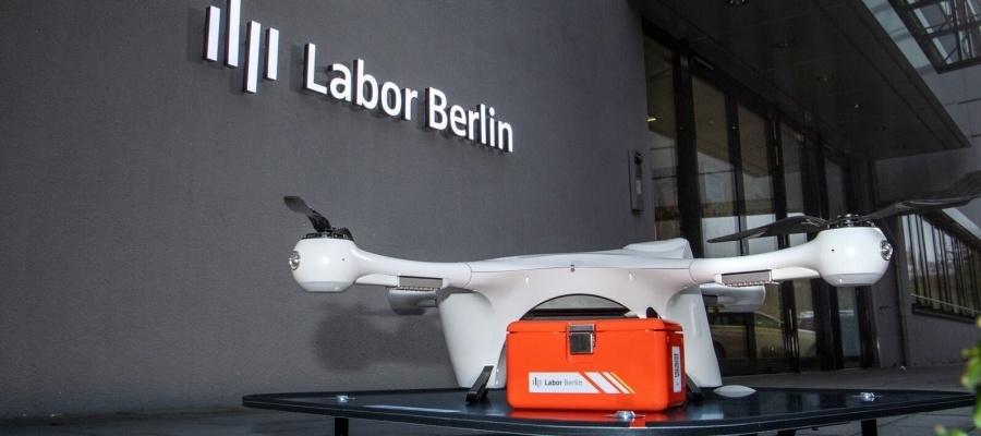 Medizinische Transporte über den Dächern von Berlin